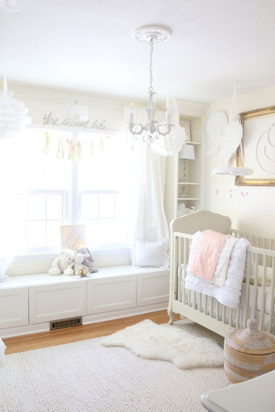 37-window-seat-for-a-small-nursery