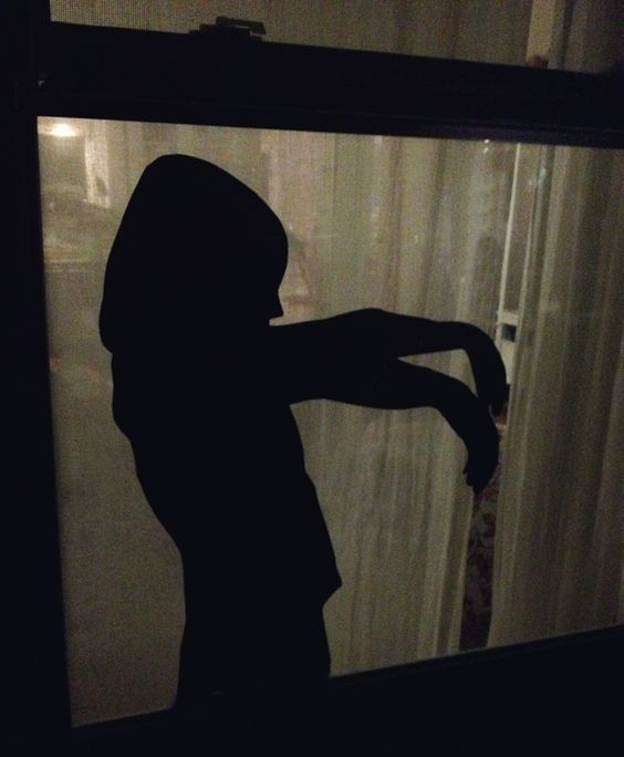 02-a-creeping-kid-silhouette-is-a-very-scary-idea