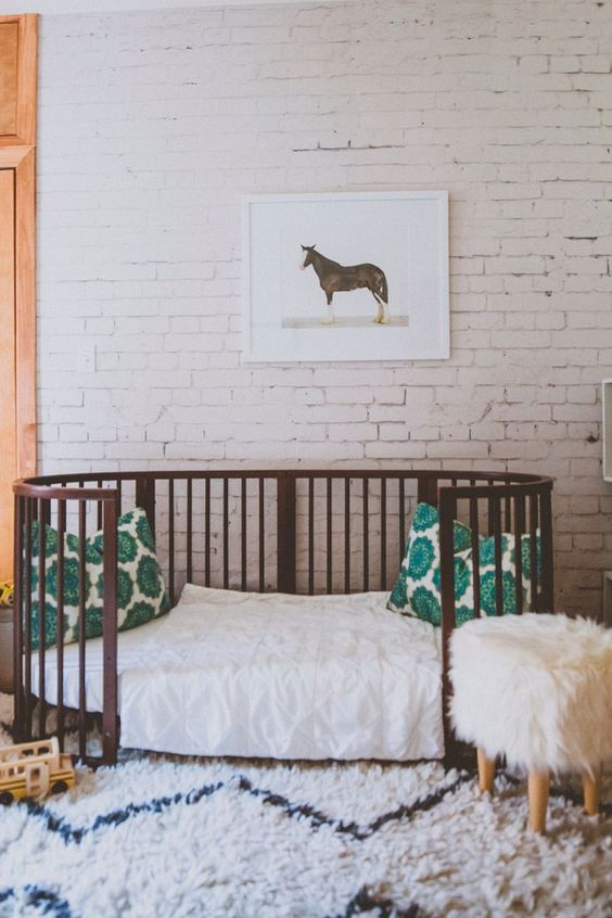 05-whitewashed-brick-walls-look-very-calm-and-quiet-even-in-a-nursery