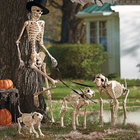 07-cool-skeleton-scene-placed-in-your-garden-or-yard-is-an-elegant-idea-for-Halloween