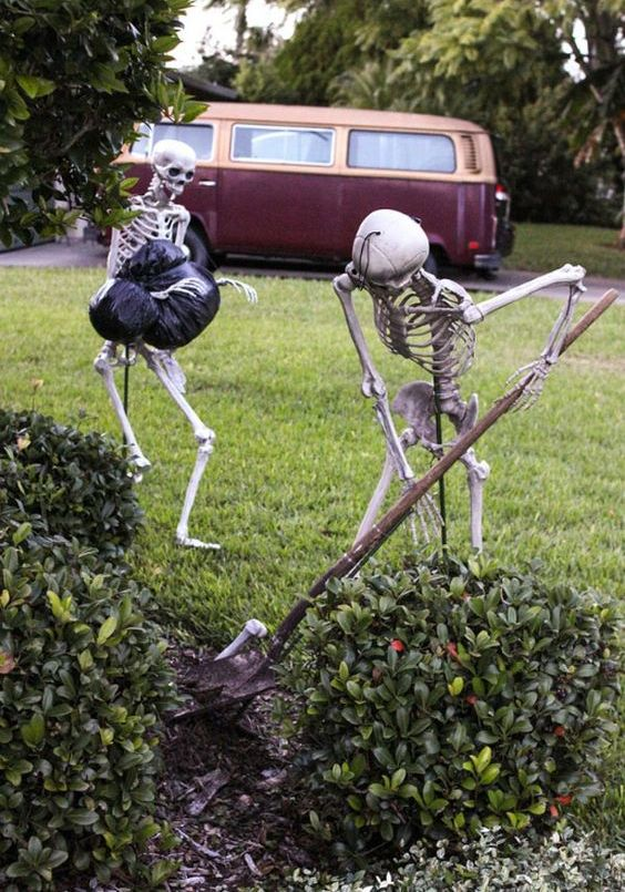 12-skeletons-hiding-bodies-in-the-yard-is-a-humorous-and-cool-idea-for-a-scene