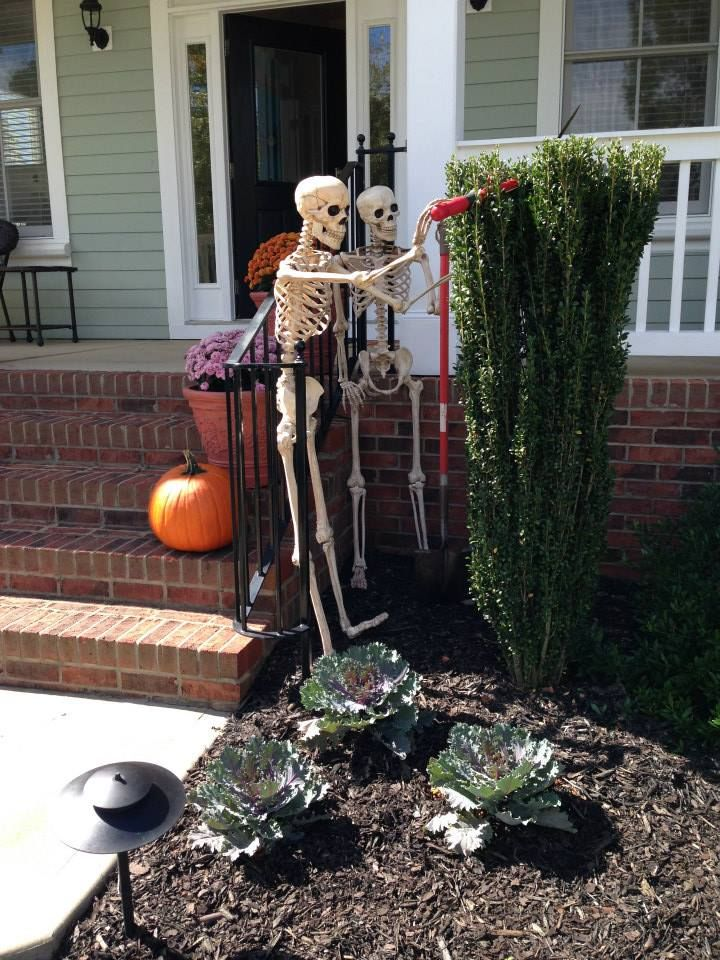 13-skeletons-doing-garden-work-will-give-a-humorous-touch-to-your-yard