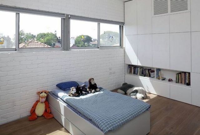 15-whitewashed-brick-wall-looks-airy-in-this-modern-room-for-a-boy