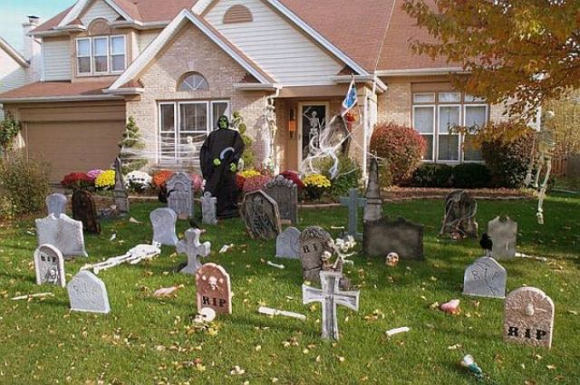 17-graveyard-decor-with-a-witch-figure-standing-next-to-it-will-turn-your-entrance-into-a-spooky-one