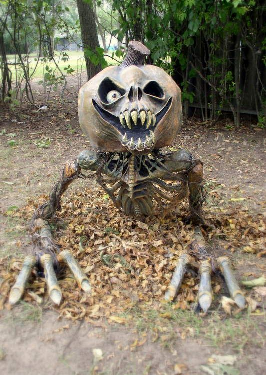 18-crazy-gravebreaker-figure-coming-out-of-leaves-will-frighten-everyone