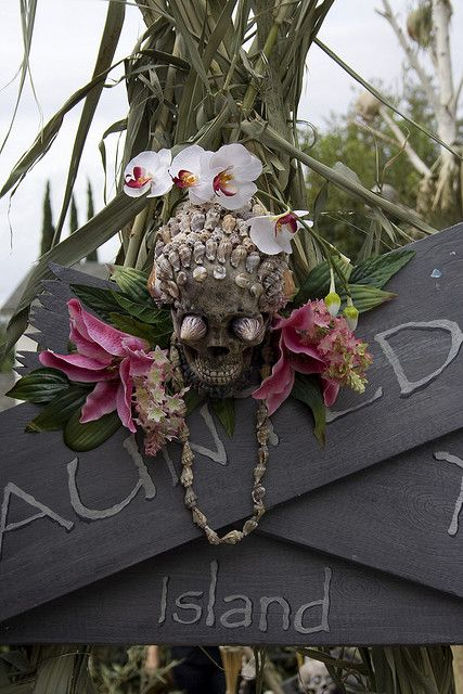 19-shell-decorated-skull-with-tropical-flowers-for-outdoor-and-indoor-decor