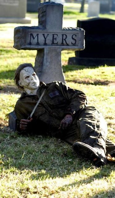 19-this-Myers-figure-and-tombstone-will-freak-out-anyone