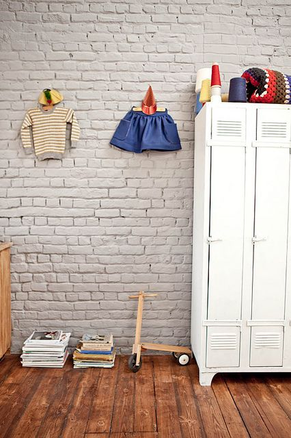 21-chalk-brick-wall-in-a-cute-kids-room