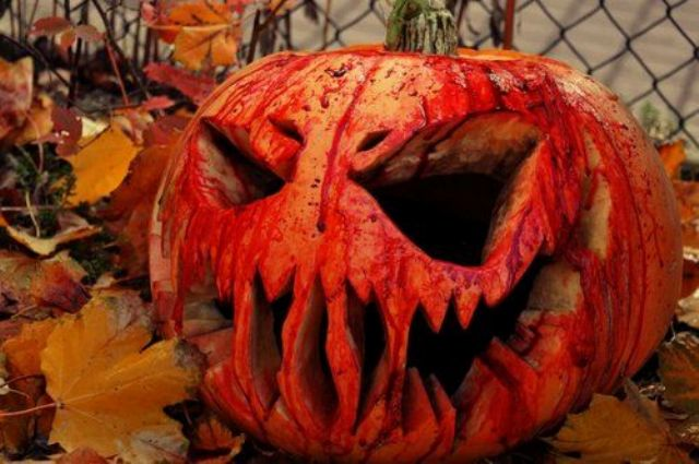 21-spooky-jack-o-lantern-decorated-with-faux-blood-will-be-striking-for-Halloween