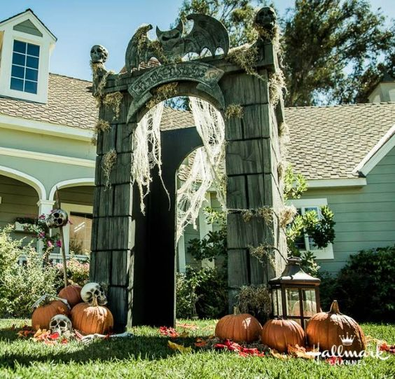 22-crypt-gateway-decorated-with-pumpkins-skulls-lanterns-and-spiderweb