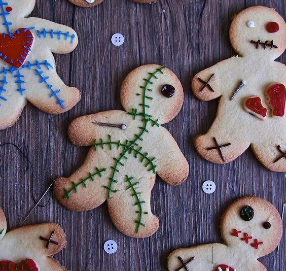 23-gingerbread-cookies-as-voodoo-dolls-for-treats-or-favors