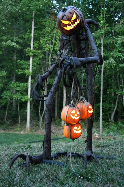 29-scary-giant-monster-made-of-PVC-pipes-and-jack-o-lanterns