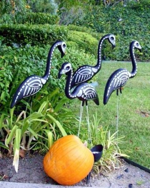 31-black-skeleton-flamingos-and-a-pumpkin-will-make-your-Halloween-bold