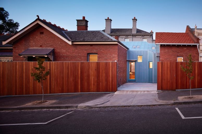 01-This-brick-family-home-in-Melbourne-was-connected-with-a-modern-glazed-extension-775x516