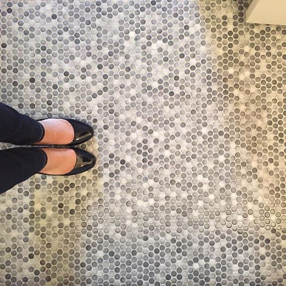 02-gray-speckled-penny-tile-floor-is-a-cool-neutral-idea-that-fits-many-styles