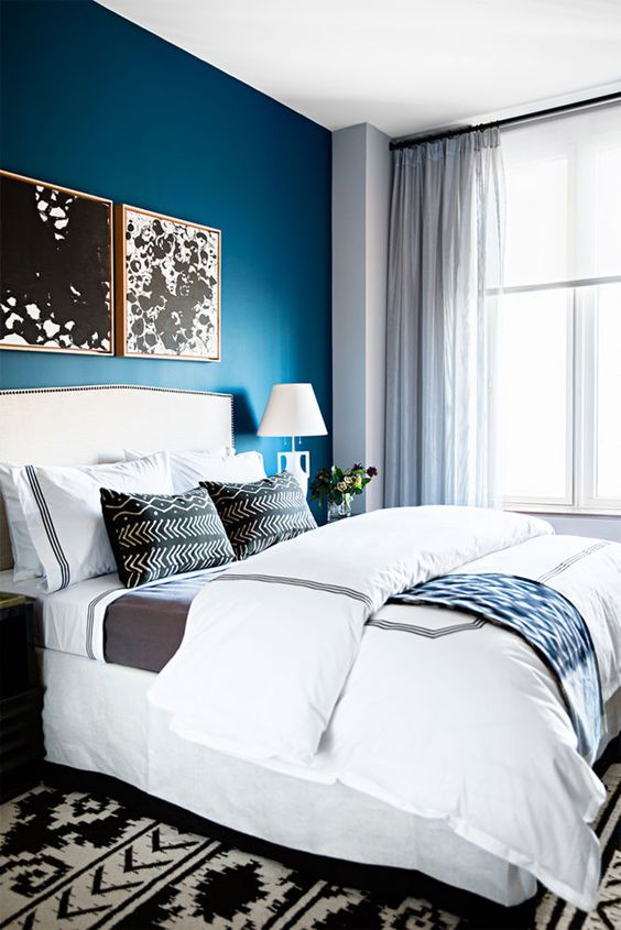 04-bold-blue-headboard-wall-makes-this-peaceful-modern-bedroom-chic