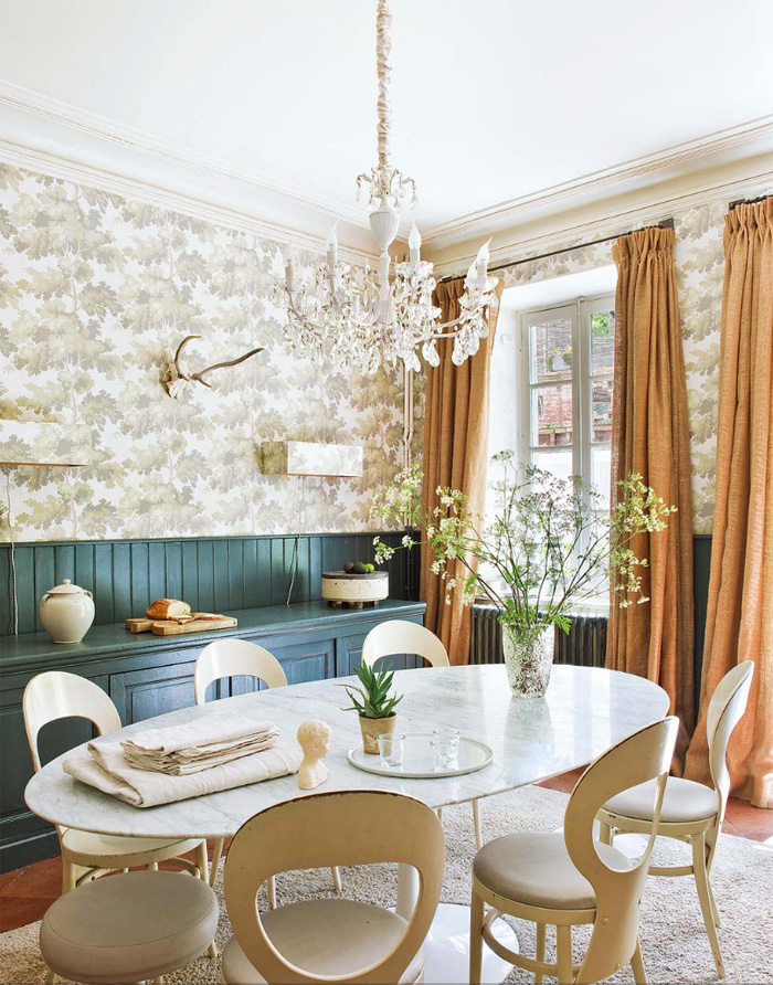 06-Refined-draperies-and-a-crystal-chandelier-with-retro-radiators-look-unusual