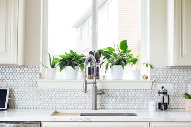 08-spruce-up-a-white-or-ivory-kitchen-with-a-mother-of-pearl-backsplash-that-is-shining-a-bit