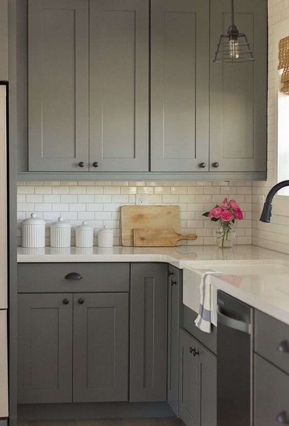 10-mid-century-modern-kitchen-with-an-ivory-subway-tile-backsplash