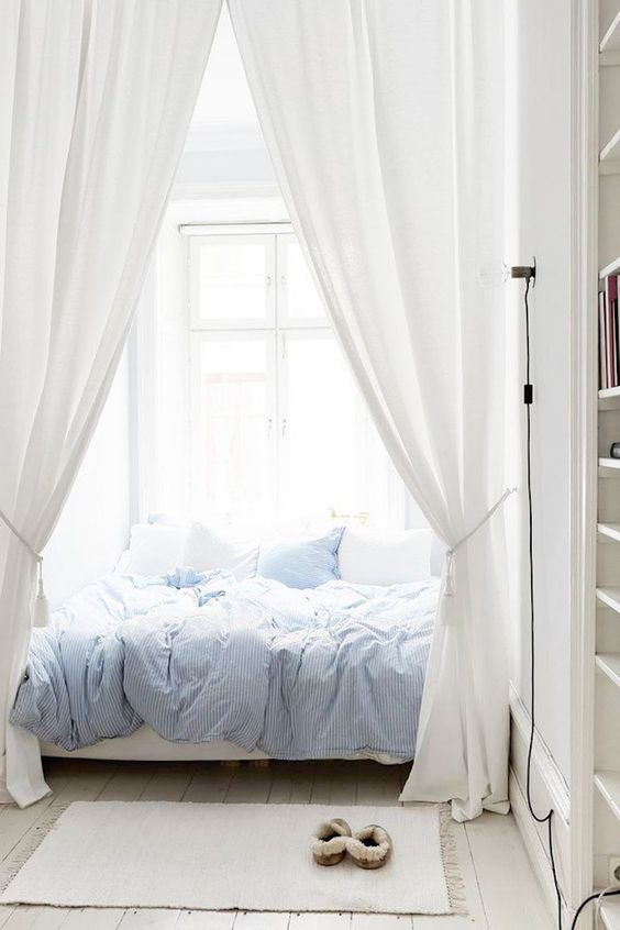 10-thin-striped-soft-blue-bedding