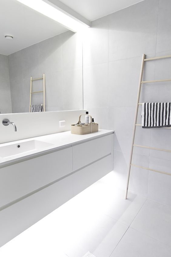 12-fill-your-white-bathroom-with-light-hiding-some-of-them-above