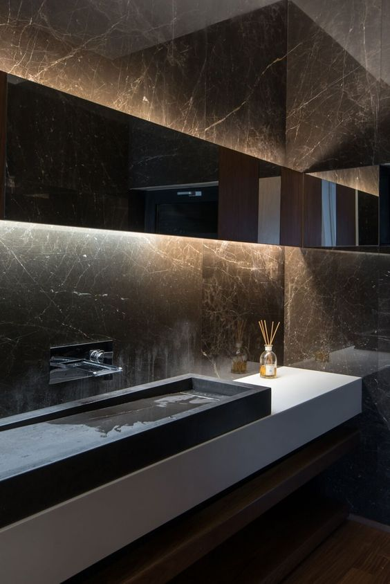 14-this-moody-space-plays-because-of-black-marble-walls