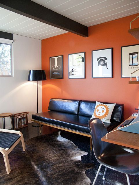 17-an-orange-accent-wall-makes-this-mid-century-space-vivacious