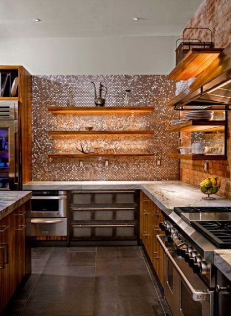 18-a-metallic-penny-tile-backsplash-reflects-the-LED-lights-mounted-under-the-shelves