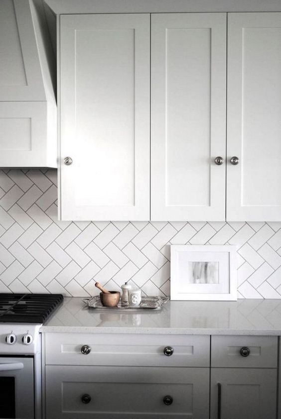 18-kitchen-backsplash-clad-in-subway-tiles-with-a-diagonal-herringbone-pattern