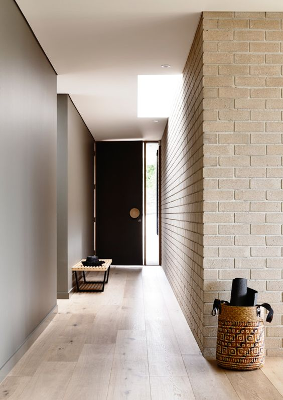 18-minimalist-entryway-spruced-up-with-neutral-brick-wall-panels