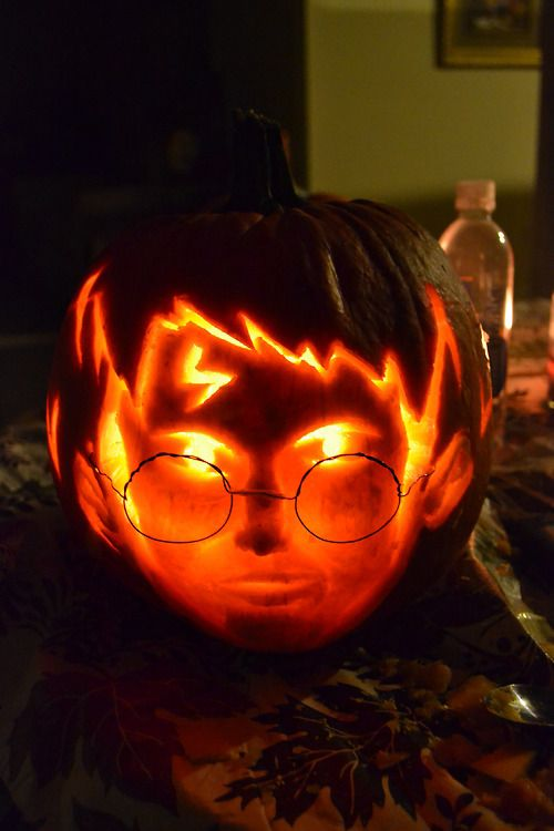 20-Harry-Potter-face-with-a-scar-and-glasses-pumpkin-carving