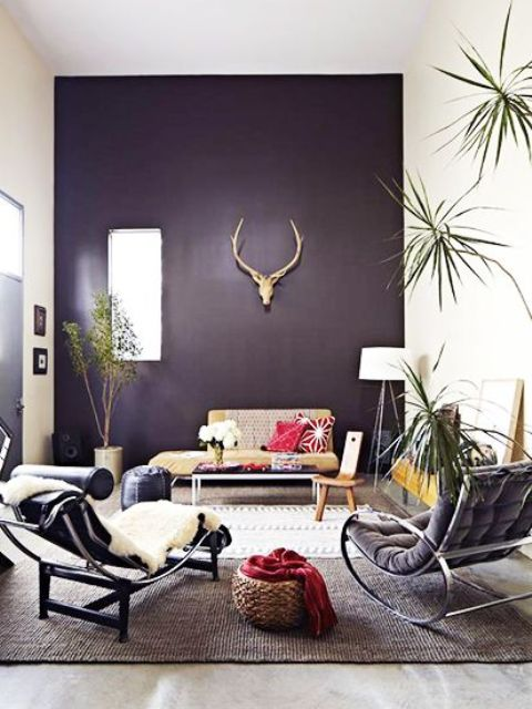 20-dark-purple-accent-wall-accentuates-this-living-room-and-makes-it-mysterious-and-unique