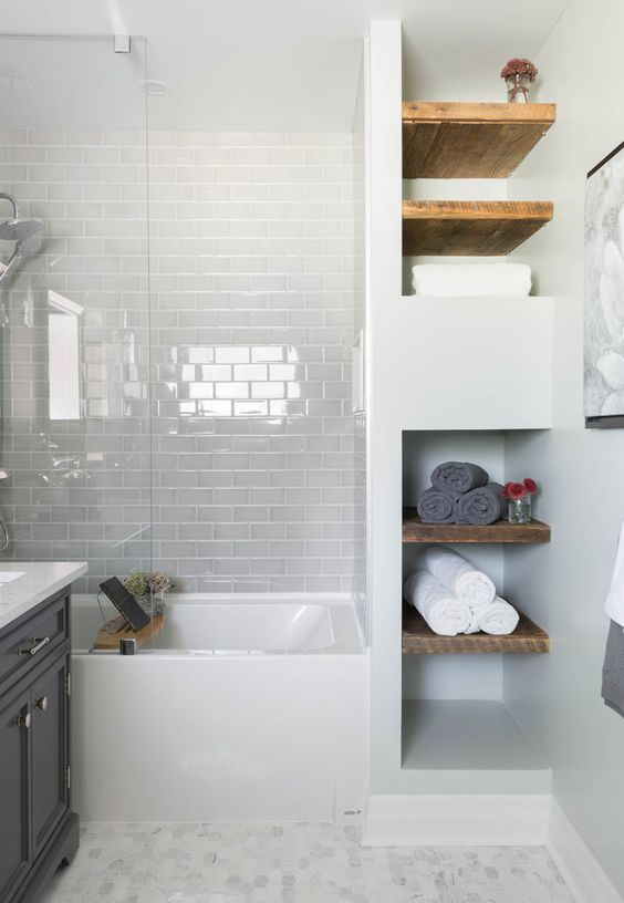 20-very-light-grey-tiles-make-white-details-stand-out-and-create-a-peaceful-mood