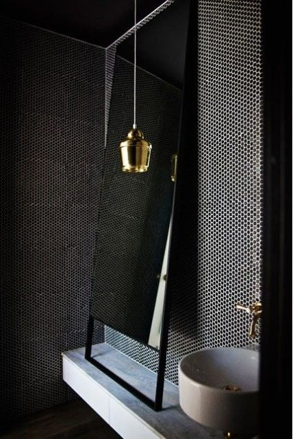 22-choose-a-textured-dark-wall-to-give-a-luxurious-and-bold-look-to-your-bathroom