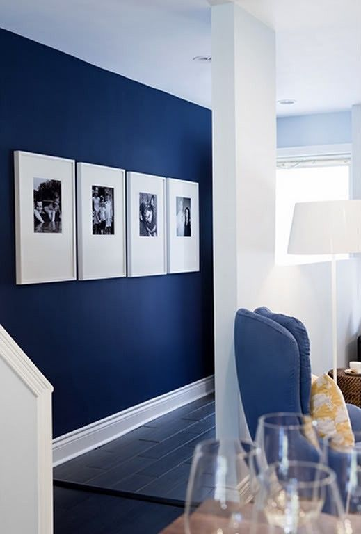 22-navy-accent-wall-is-the-best-idea-for-a-nautical-interior