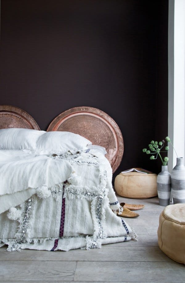 22-soft-bedding-and-copper-dishes-instead-of-headboards-in-an-Eastern-room