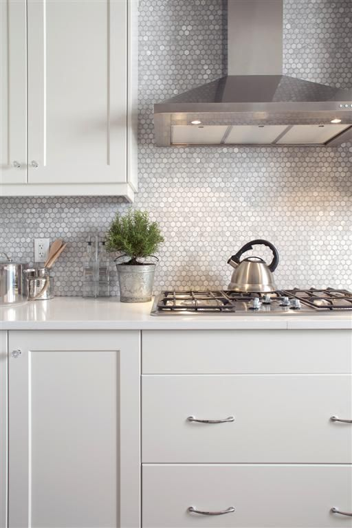 23-mother-of-pearl-penny-tile-backsplash-will-reflect-the-light