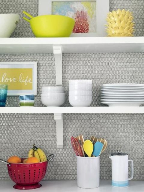 24-neutral-grey-penny-tiles-look-cool-with-colorful-tableware
