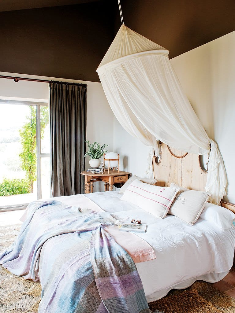 25-the-bed-look-mush-more-inviting-with-a-decorative-canopy-over-it
