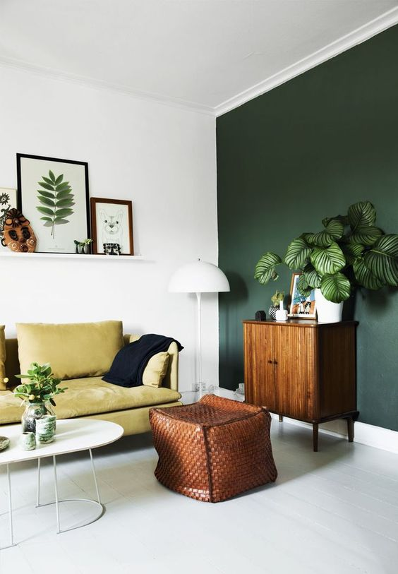 26-deep-hunter-green-statement-wall-for-a-modern-nature-inspired-living-room
