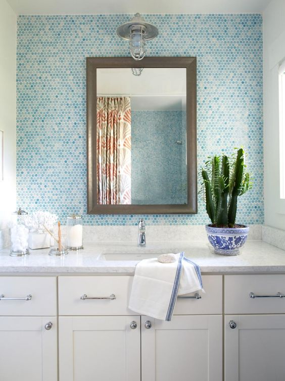 29-tiles-in-the-shades-of-blue-to-give-the-bathroom-a-seaside-touch