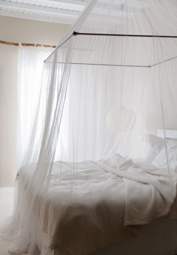 30-canopy-bed-with-very-thin-transparent-fabric-to-make-the-bed-look-inviting
