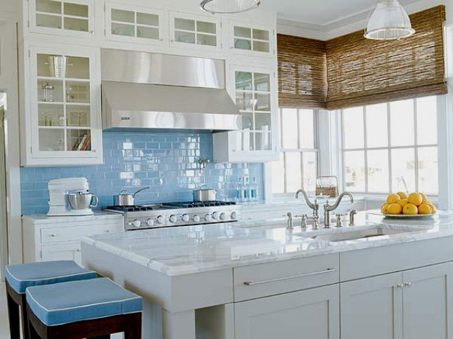 32-light-blue-subway-tiles-for-adding-a-coastal-feel-in-the-kitchen