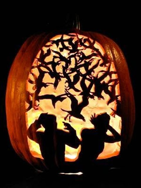 33-Alfred-Hitchcocks-The-Birds-carved-pumpkin-for-Halloween