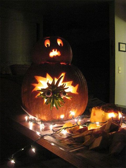 34-Alien-carved-recreation-of-two-pumpkins