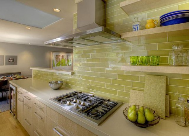 35-lime-green-tiles-look-great-with-natural-light-wood-and-create-a-feeling-of-being-outside