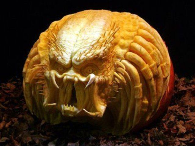41-scary-Predator-carved-pumpkin-can-frighten-anyone