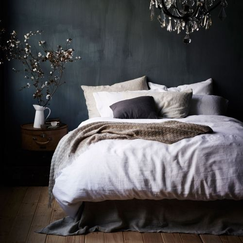 dark-grey-walls-and-nautral-wood-furniture-looks-moody-yet-relaxing