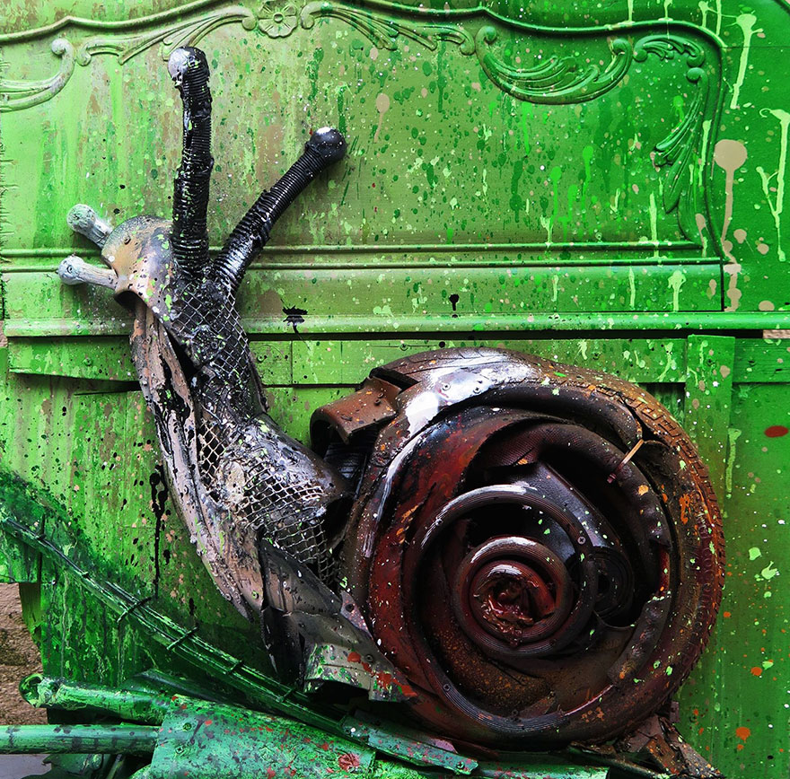 trash-animal-sculpture-artur-bordalo-27-57ea1be79de10__880