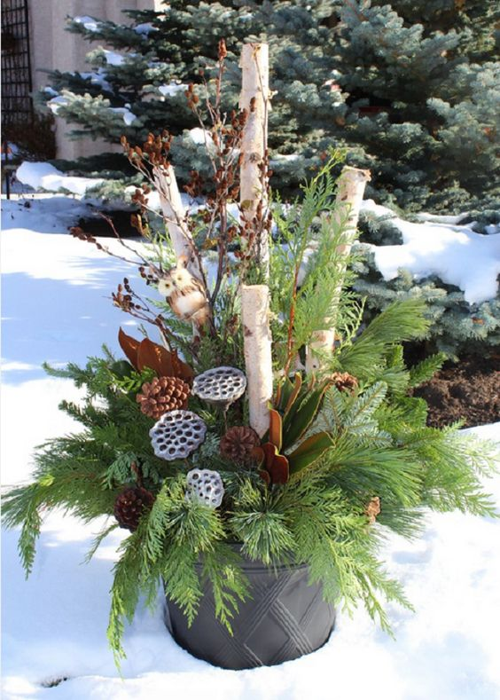 02-a-bucket-with-evergreens-branches-lotus-and-pinecones
